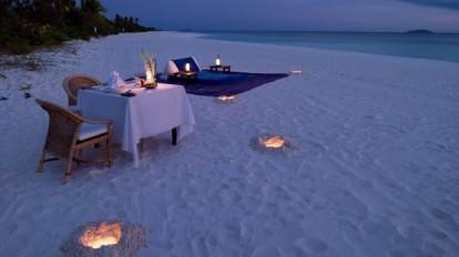 cena-a-lume-di-candela-sulla-spiaggia-di-pulo-a-palawan